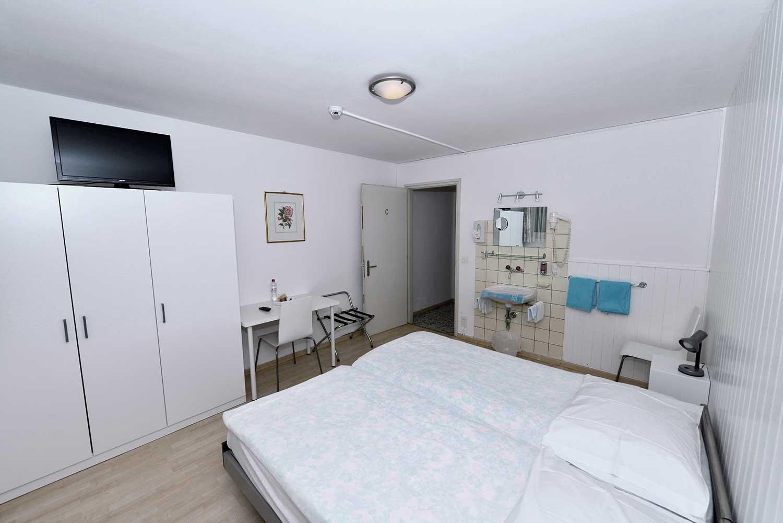 Bagno In Comune Hotel : Camere molto semplici piano seminterrato con bagno in comune